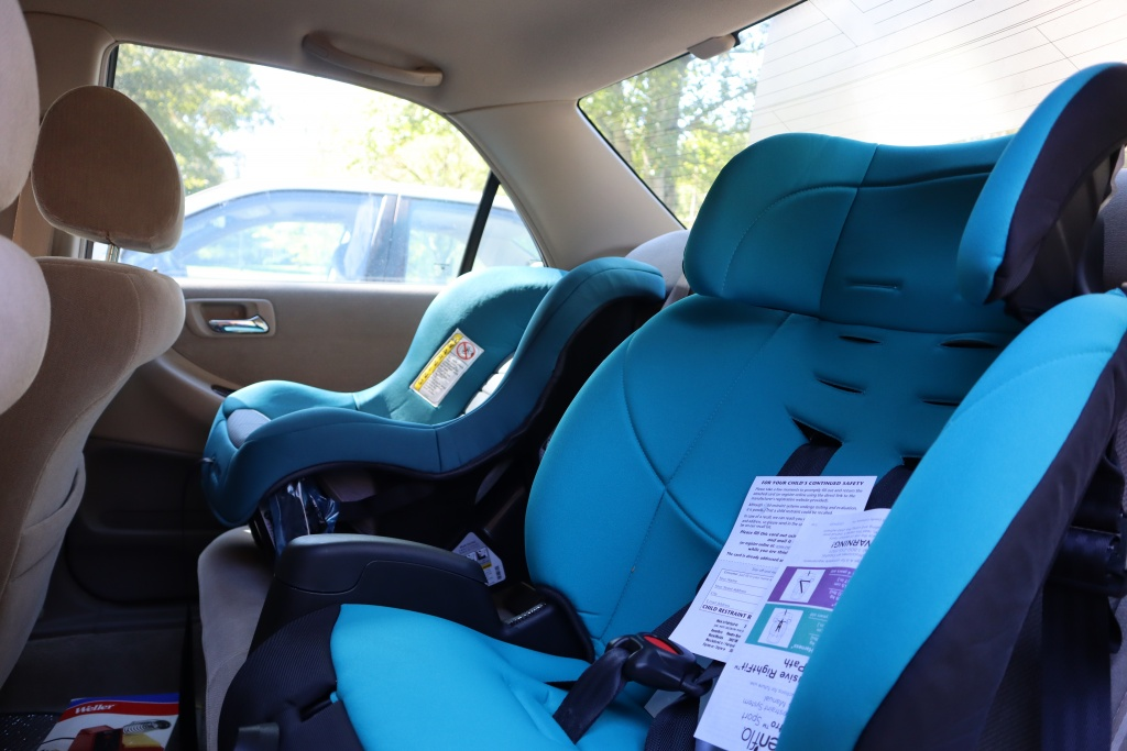picture of car seats in car