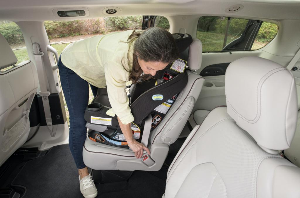 women installing car seat