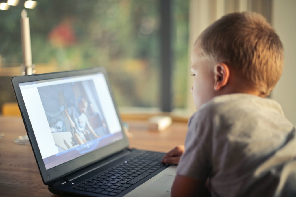 picture of a child on the computer