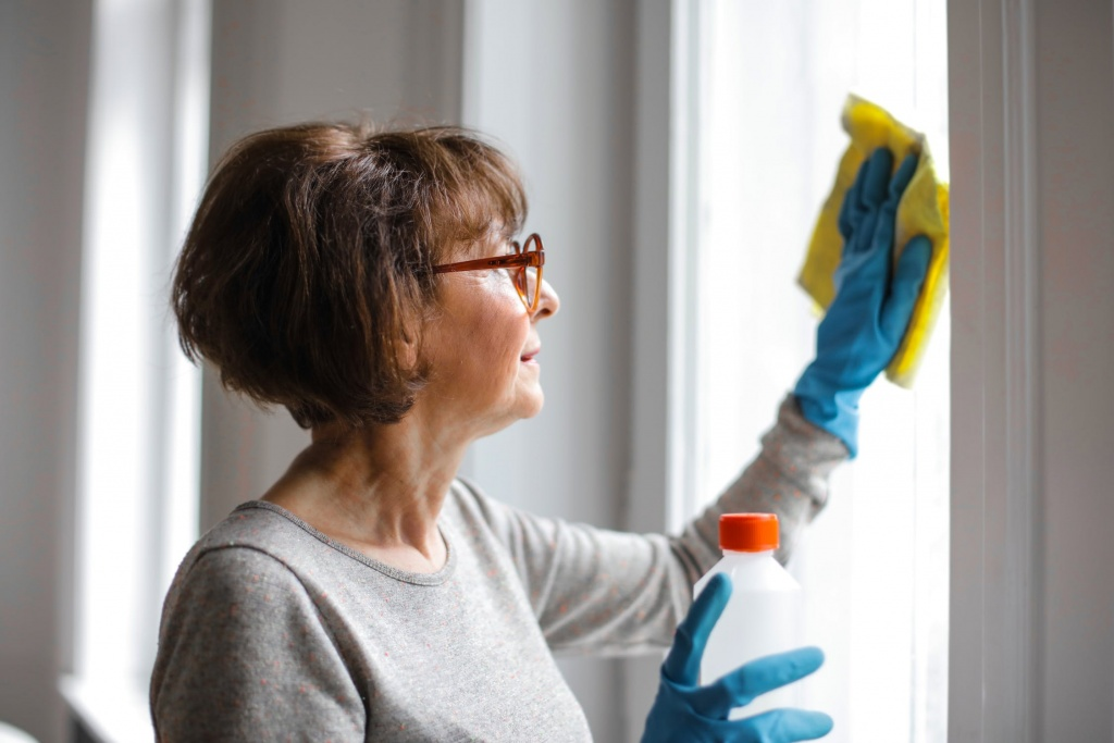 women cleaning windows